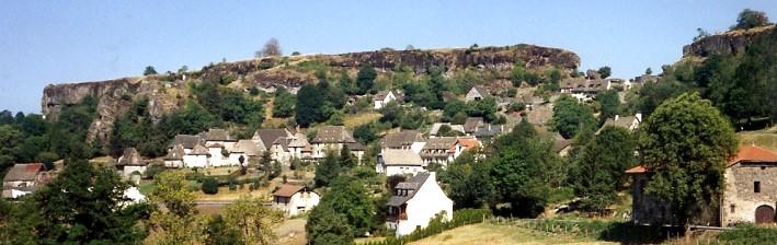 Villes et villages de charme du Cantal Carlat_rocher